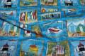 Lyseblåt maritimt patchworkstof med figurer
