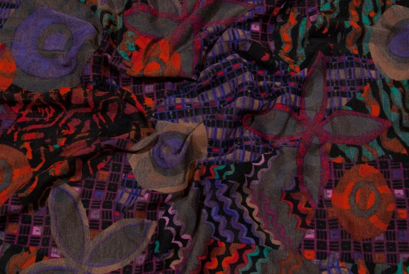 Strækjersey i koksgrå, lilla og orange mønster