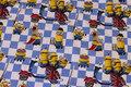 Blå og hvid ternet bomuldsjersey med gule tegnefilmsfigurer
