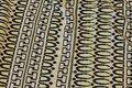 Let jacquard-strik i sort-neon og tværstribet retro-mønster