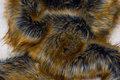 Flot imiteret pelsstykke i gyldne farver, ca. 20 x 150 cm
