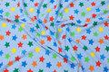 Lyseblå bomulds-stretch-jersey med kulørte stjerner