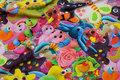 Multifarvet digitaltryk med sjove legedyr