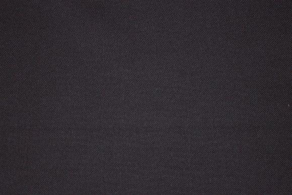 Sort groftvævet møbelvare med hvid bagside