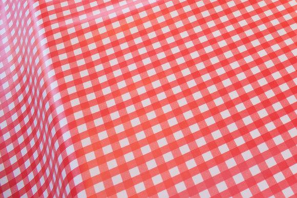 Voksdug i rød-hvide køkkentern