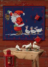 Pakkekalender i blå med julemand og gæs. Permin 34-4242.