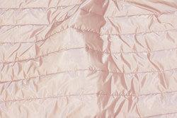 Imprægneret quilt i sart gammelrosa til jakker og veste m.m.