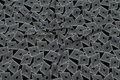 Let bluse-polyester med sort og hvidt grafisk mønster.