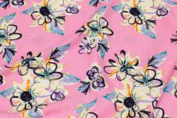 Let bluse-viscose i lys pink med hvide blomster