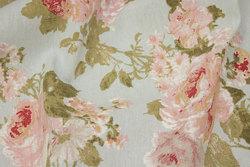Mellemsvær bomuld og polyester i lyseblå med roser