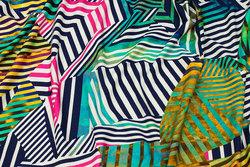 Viscosejersey med grafisk mønster i multifarver