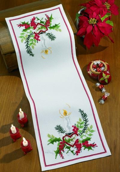 Hvid julebordløber med dekoration