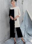 Figursyet tunika med for- og bagstykker, kontrastvariationer og uens sømlinje. Løstsiddende bukser med usynlig lynlås og længdevariationer.