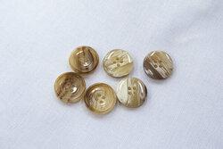 Brun/beige meleret 4-huls knap 1,5cm