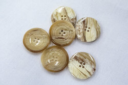 Brun/beige meleret 4-huls knap 2,4cm