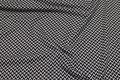 Let, blød strik med lille mønster i sort og lysegrå.