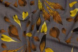 Let crepe i jordfarvet med rust og gule blade