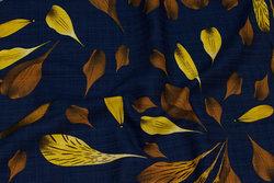 Let crepe i marine med rust og gule blade