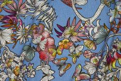 Lyseblå viscose jersey med blomster og sommerfugle