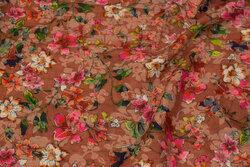 Let voile i teglfarvet med blomster