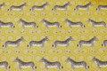 Varm gul gobelinstof med zebraer.