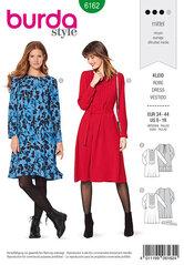 Kjole, stikning foran, front plissering. Burda 6162.