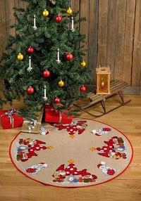 Rundt julestræstæppe med paddehatte og nisser. Permin 45-5228.