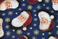 Pathworkbomuld med julemænd på blå bund.
