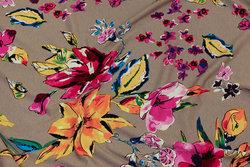 Sandfarvet viscosejersey med pink og gule blomster