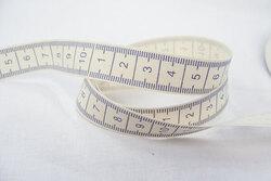 Lyst lærredsbånd med centimetermål 1,5cm