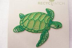 Recycled havskildpadde strygemærke 6 x 3 cm