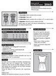 Kjole med slå om-effekt til strikstof