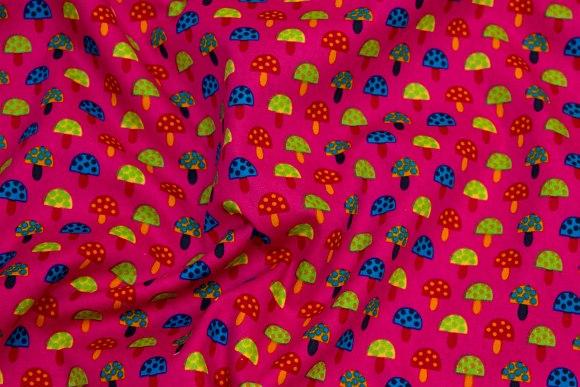 Pink bomuldspoplin med små svampe og sidebort