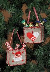 Broderede juleposer til juletræet. Permin 21-3247.