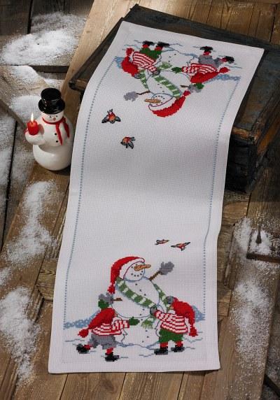 Juleløber i hvid med snemand og nisser