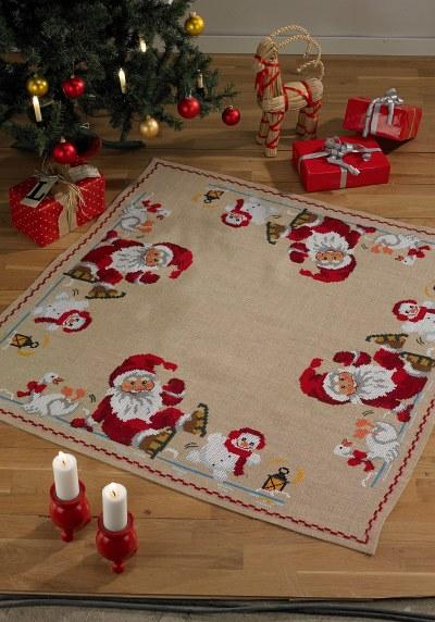 Juletræstæppe med Julemanden, snemand og gås
