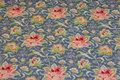 Mellemblå bomuld med rosa blomster