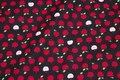 Sort patchwork-bomuld med små 1 cm røde æbler