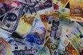 Polyestersatin med penge-motiver