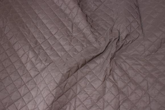 Mørk sandfarvet, let imprægneret quilt med vatbagside