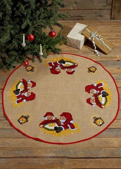 Juletræstæppe med nisser med grød