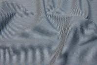 Bomuldspoplin i 2 mm smalstribet grå og hvid