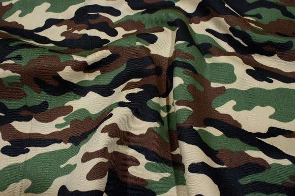Camouflagestof i grøn, brun og sort