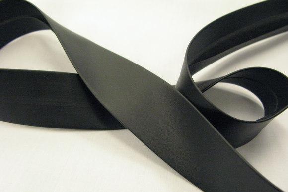 Læderlook skråbånd sort kraftig 2,5cm