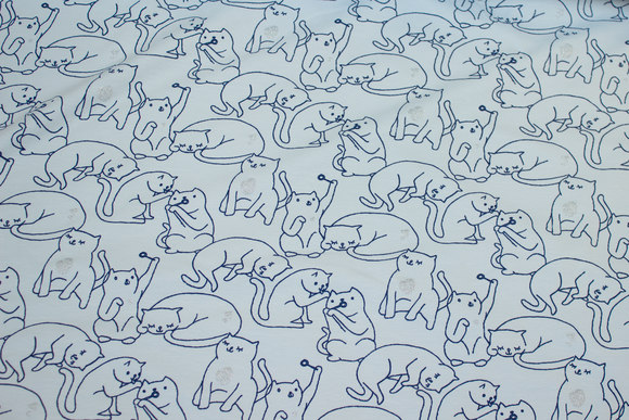 Lyseblå bomuldsjersey med katte og diskret sølvglitter