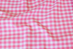 Sommerbomuld i lyserød med 1 cm tern