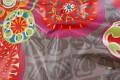 Supersmart modevoksdug med store blomster i forskellige farver.  Varen er coated bomuld.