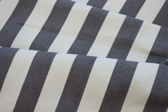 Hvid liggestolestof grå striber, 4 cm striber