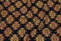 Sort batik-bomuld med gyldent mønster
