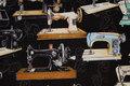 Sort patchwork-bomuld med symaskiner